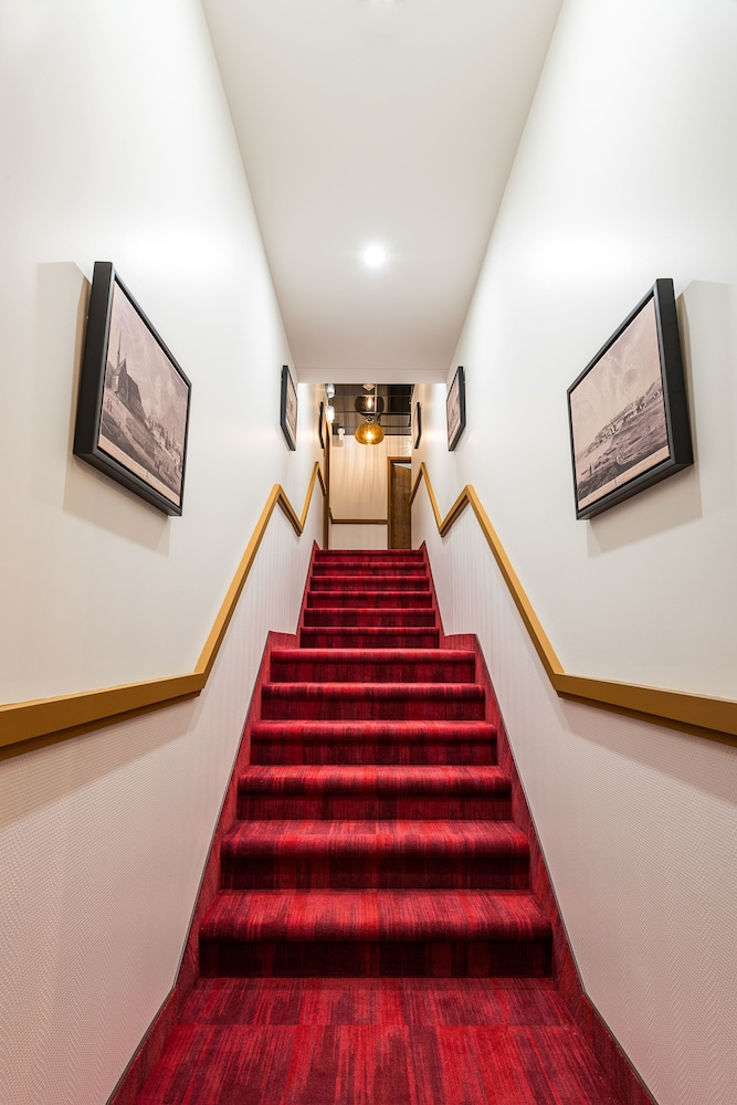 https://i.travelapi.com/hotels/20000000/19290000/19285300/19285288/d7db9db3_z.jpg