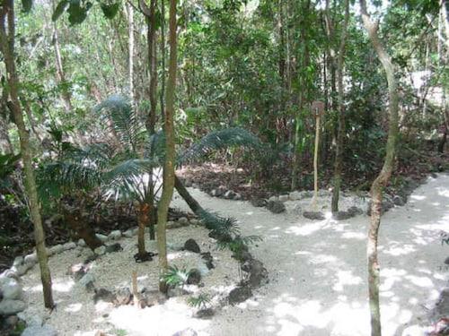 Tranquility Island Resort, Malorua