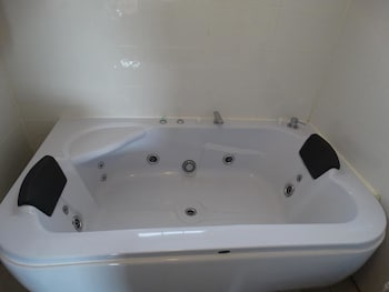 Jetted Tub at Brooklyn Motel in Brooklyn