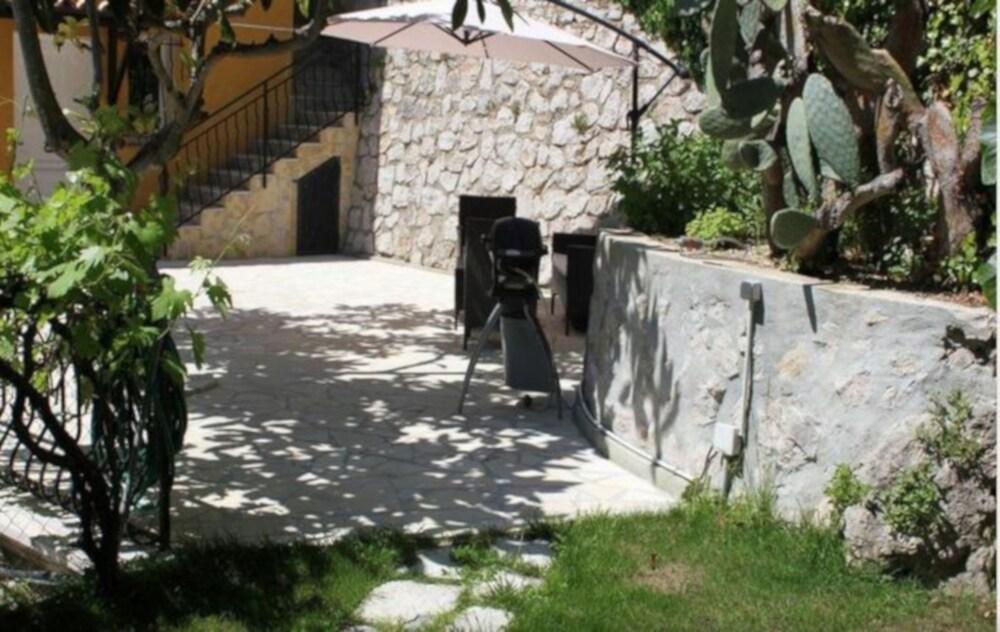 Cosy Cottage La Turbie