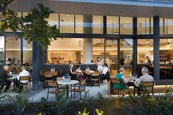 Outdoor Dining at ibis Brisbane Airport Hotel in Brisbane Airport