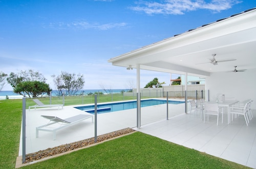 Sentosa at Tugun Beachfront Holiday Home, Bilinga-Tugun