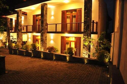 The Roxbury, Sri Jayawardanapura Kotte