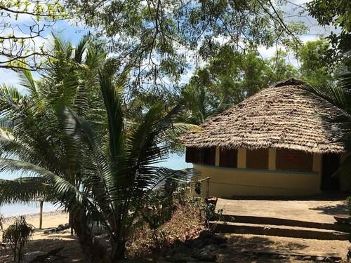 Moheli Laka Lodge,