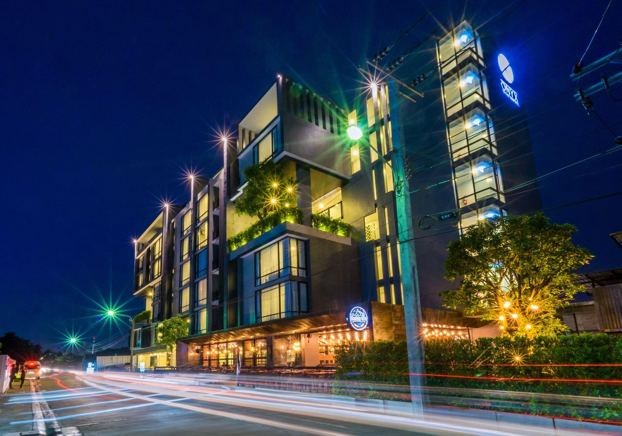 Onyx Hotel Bangkok, Suan Luang