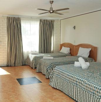 Guestroom at Queenslander Motel in Palm Beach