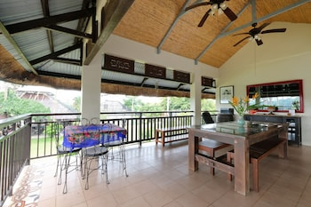 THE DUYAN HOUSE AT SINAGTALA RESORT Terrace/Patio