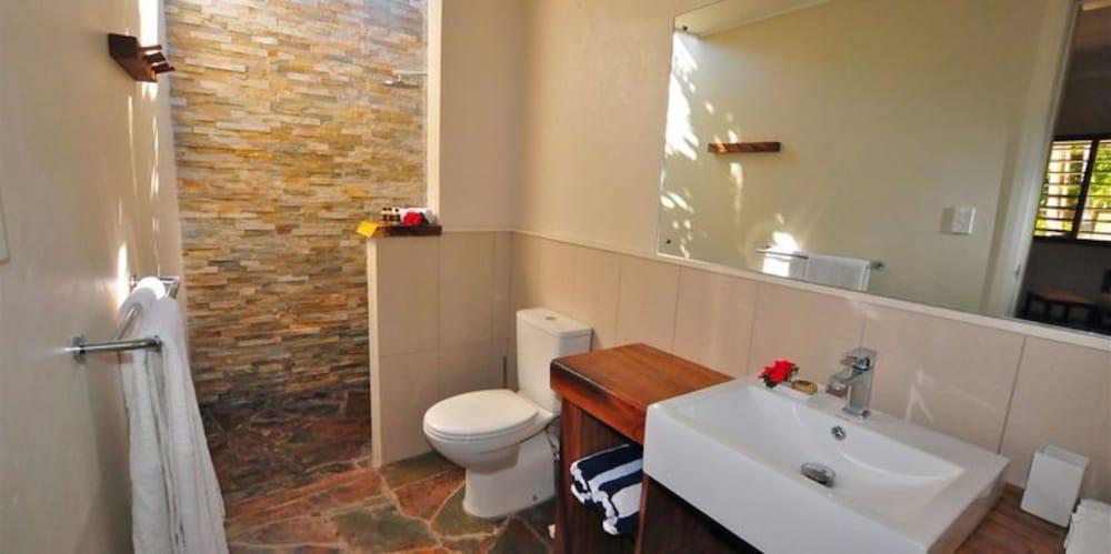 https://i.travelapi.com/hotels/20000000/19380000/19371000/19370922/98602844_z.jpg
