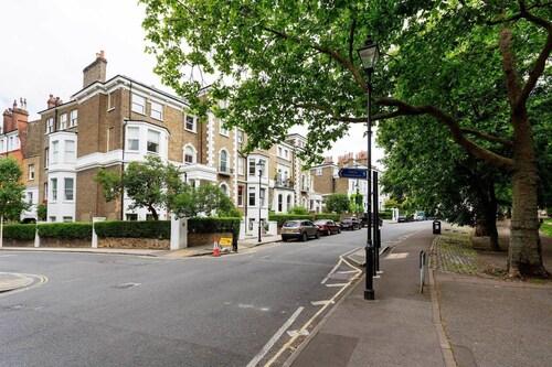 Veeve - Highbury Crescent, London