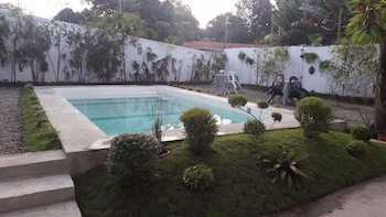 SOLA GUESTHOUSE Outdoor Pool