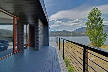 Amazing Unique Five-Star Waterfront Retreat
