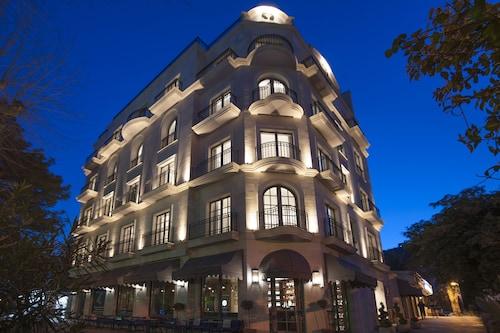__{offers.Best_flights}__ Hotel Majestic