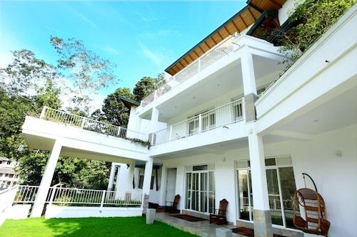 Sunlit Villa, Harispattuwa