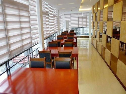 GreenTree Guiyang Shifu Court  Street Hotel, Guiyang