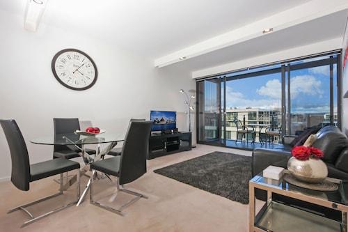 . Accommodate Canberra - Dockside