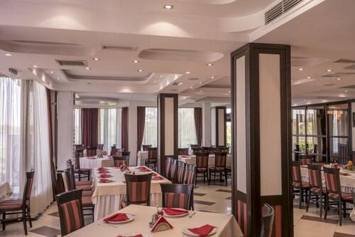 Hotel Prestige, Belene