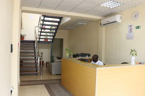 SIS Hotel, Ingombota
