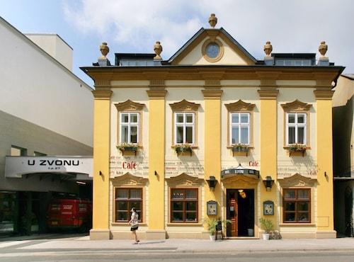 . Hotel U Zvonu