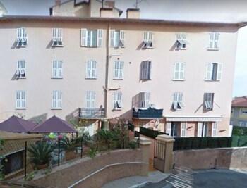 Monaco Center Flat