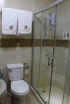 OLD SAN JUAN HOTEL Bathroom