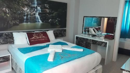 Dream Time Hotel, Merkez