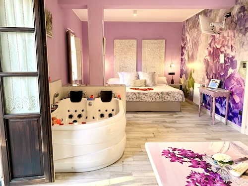 . Suites con Jacuzzi Santillana