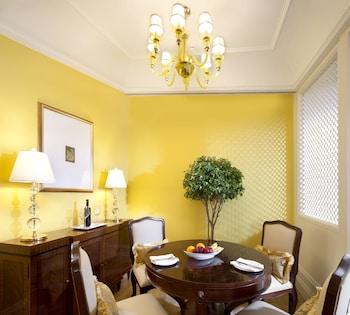 Executive Suite, City View