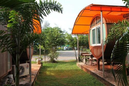 Ton-Aor on the beach resort & restaurant, Klaeng