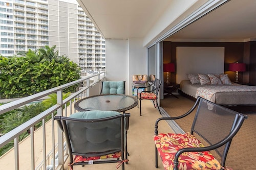 Ilikai 404 - Studio Condo, Honolulu