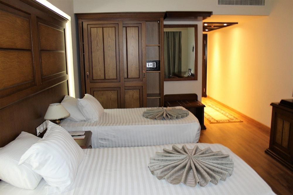 Cleopatra Hotel, Qasr an-Nil