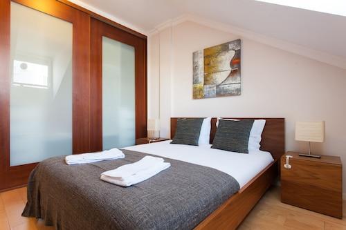 Liberty Penthouse Three-Bedroom Apartment - by LU Holidays, Lisboa