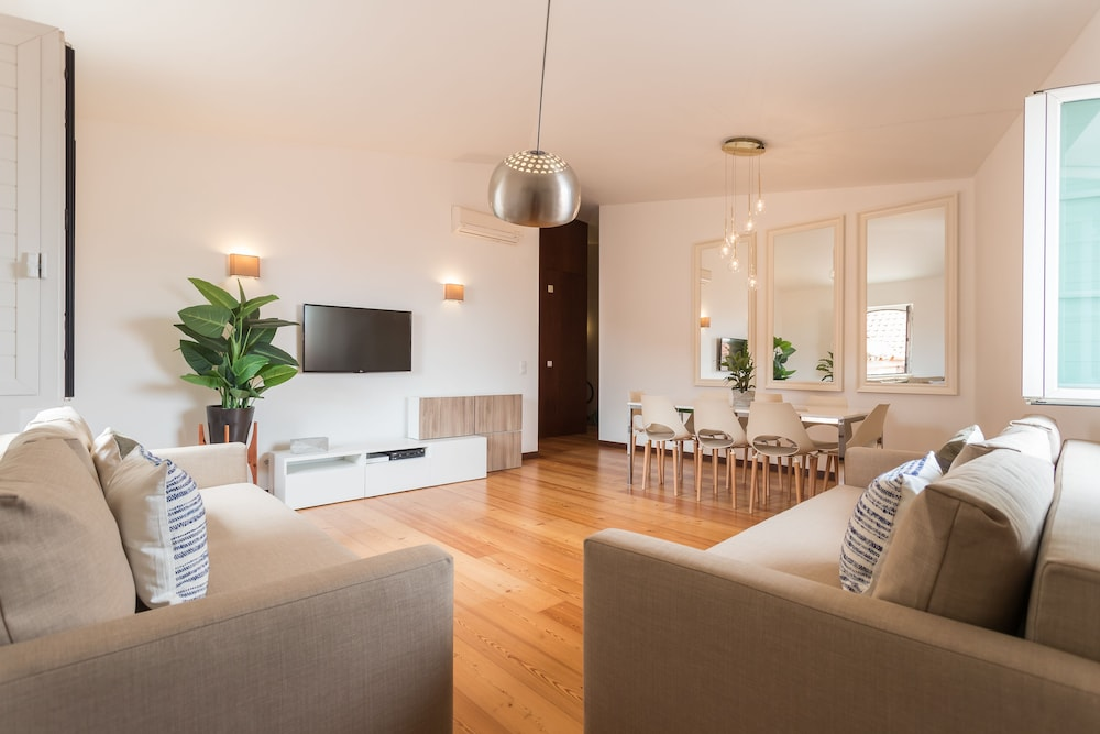 Alfama Modern Two-Bedroom Apartment w/ River View and Parking - by LU Holidays