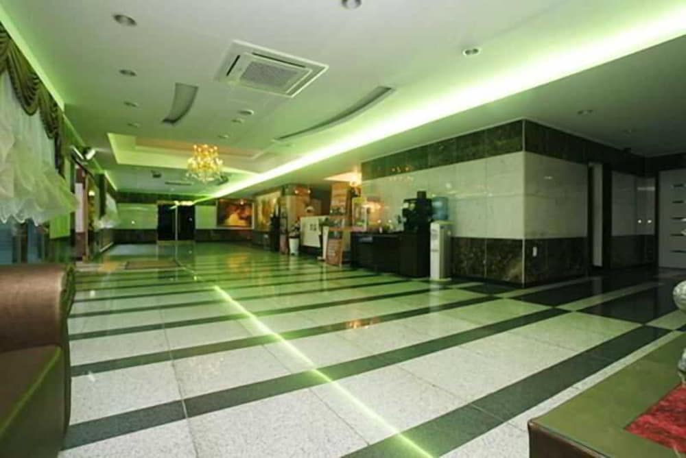 トビン ツーリスト ホテル