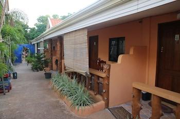 GOLDEN SAM RESORT Property Grounds