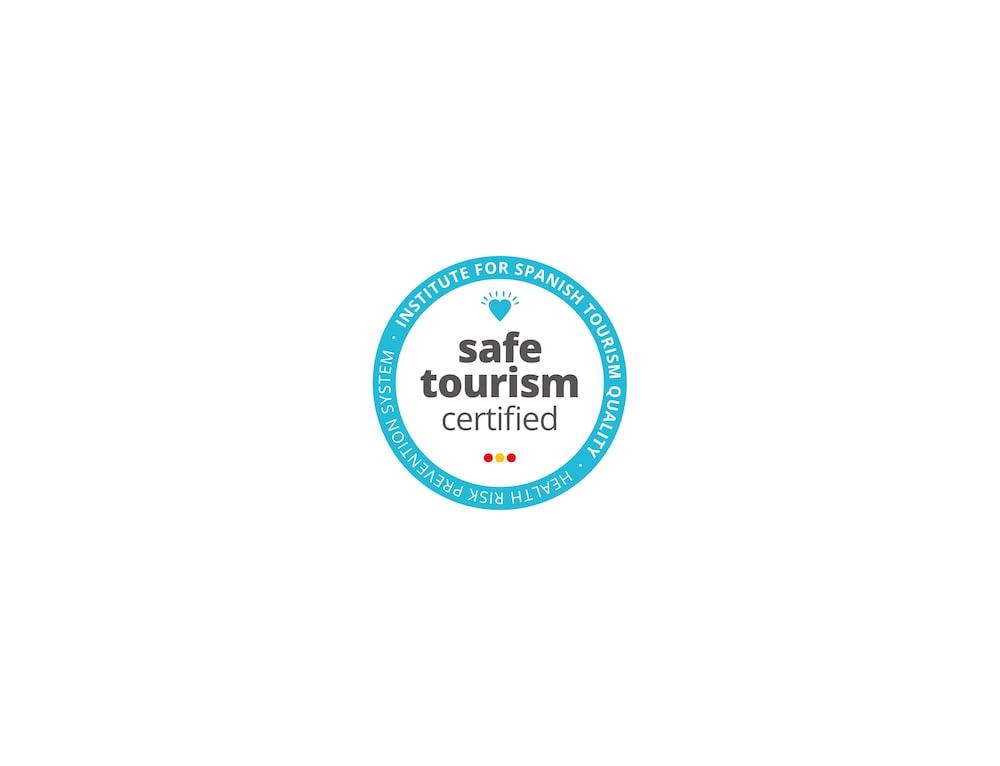 https://i.travelapi.com/hotels/20000000/19500000/19491800/19491797/51b3a1da_z.jpg