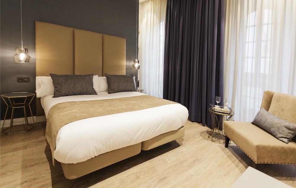 https://i.travelapi.com/hotels/20000000/19500000/19491800/19491797/ea99c730_z.jpg