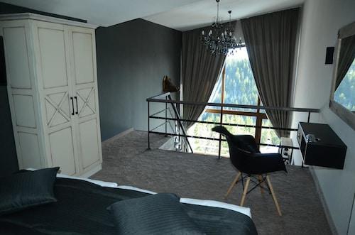 . Grand Hotel Murgavets