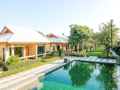 . Tontan Resort Cha-Am
