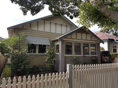 Newcastle Executive Homes - Cooks Hill Cottage, Newcastle - Inner City
