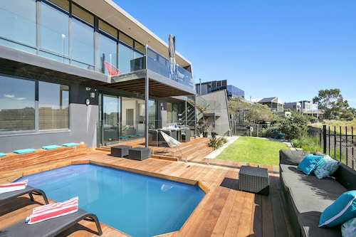 Fabulous Home With Swimming Pool, Surf Coast - East