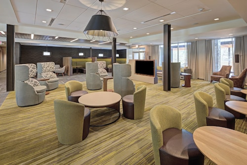 . Courtyard by Marriott Appleton Riverfront