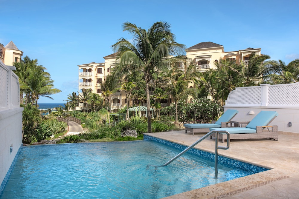 https://i.travelapi.com/hotels/20000000/19530000/19525100/19525036/71a3185d_z.jpg