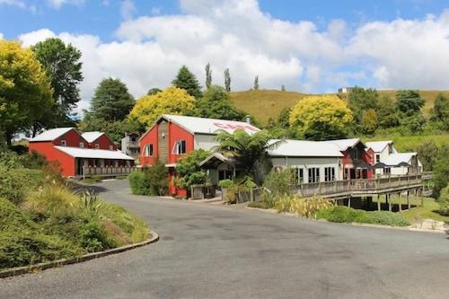 Kiwi Paka Waitomo, Waitomo