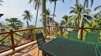 NONI'S RESORT Balcony