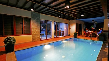 NONI'S RESORT Indoor Pool