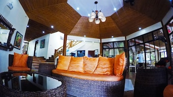 NONI'S RESORT Lobby