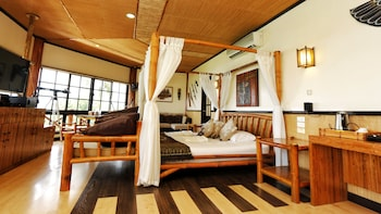 NONI'S RESORT Room