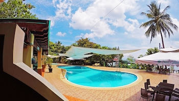 NONI'S RESORT Outdoor Pool