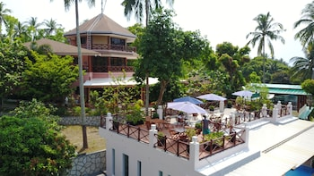 NONI'S RESORT Property Grounds