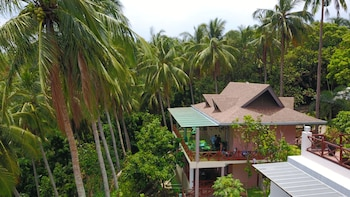 NONI'S RESORT Exterior